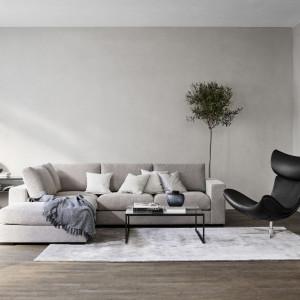 Dzięki wykorzystaniu naturalnych materiałów skandynawski design kojarzony jest z harmonią i spokojem. Fot. BoConcept