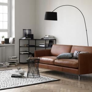 Lekka sofa w stylu skandynawskim. Fot. BoConcept