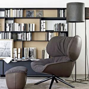 W salonie można stworzyć specjalny kącik do czytania. Fot. B&B Italia