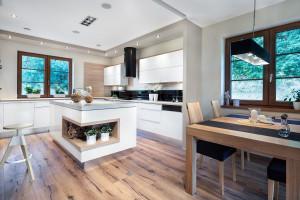 Trendy w meblarstwie: kuchnia połączona z salonem