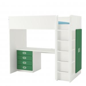 Biurko można schować pod piętrowym łóżkiem. Fot. IKEA