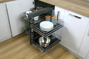 Akcesoria w ciemnych kolorach mile widziane w kuchni
