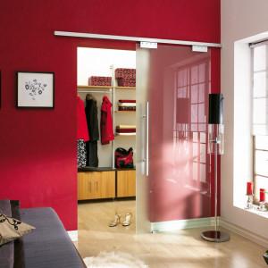 Garderoba wydzielona drzwiami