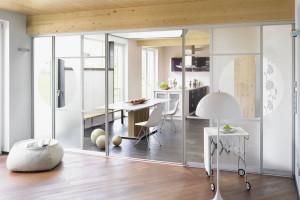 Szklane ścianki i drzwi - dlaczego warto je wybrać