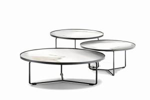 Funkcjonalny zestaw stolików
