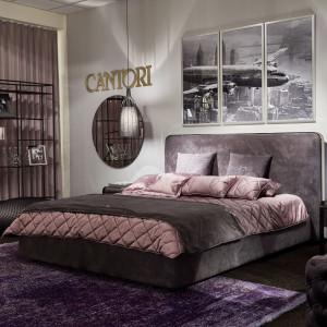 Aksamitne łóżko marki Cantori. Fot. Galeria Heban