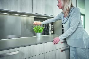 Drzwi przesuwne w kuchni - pomysłowe rozwiązanie
