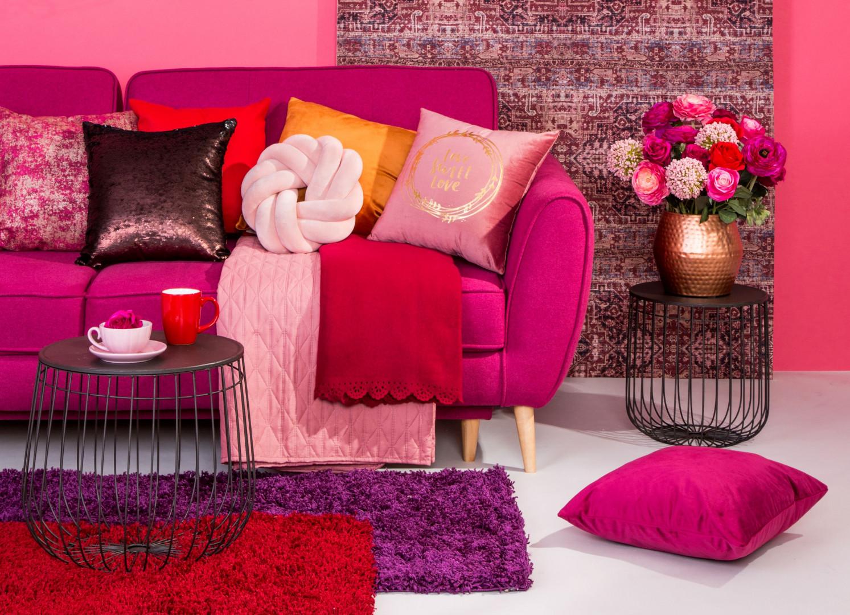 Wyrazisty odcień różu może być najmodniejszym kolorem roku 2019. Fot. Salony Agata