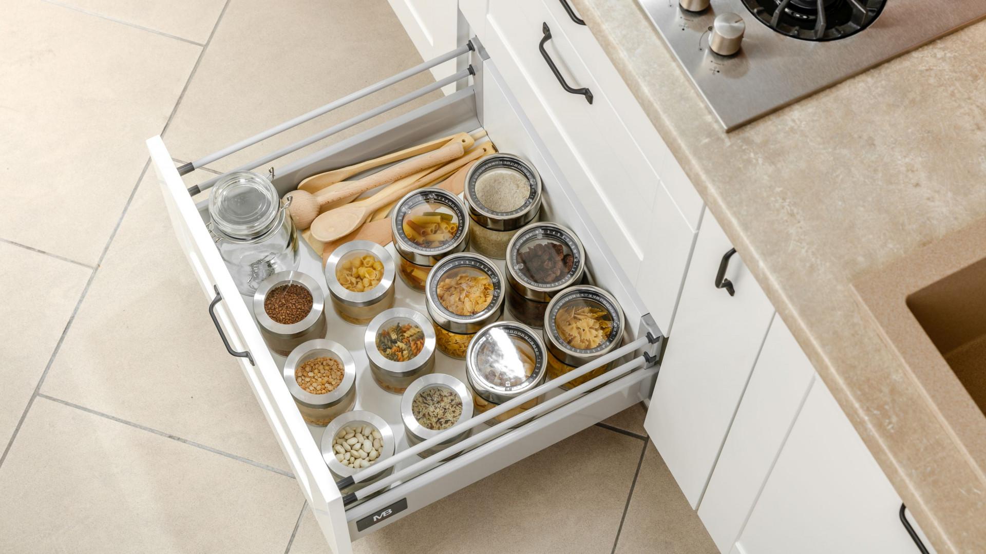 Kuchnia w małym mieszkaniu - funkcjonalne akcesoria meblowe