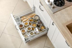 Organizery do kuchennych szuflad - funkcjonalne rozwiązania