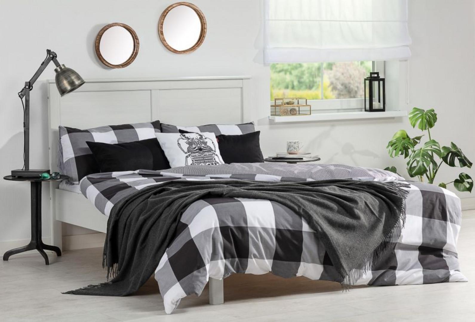 Pościel dobrana kolorystycznie do ramy łóżka podkreśli styl pomieszczenia. Fot. Dekoria.pl