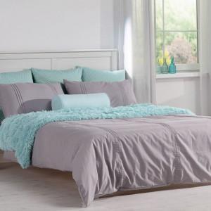 Pastelowe barwy doskonale prezentują się w sypialni. Fot. Dekoria.pl