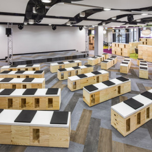 AstraZeneca - realizacja Massive Design. Fot Szymon Polański