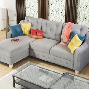 Kolorowe poduszki ożywią szarą sofę. Narożnik Dako. Fot. Estetiv
