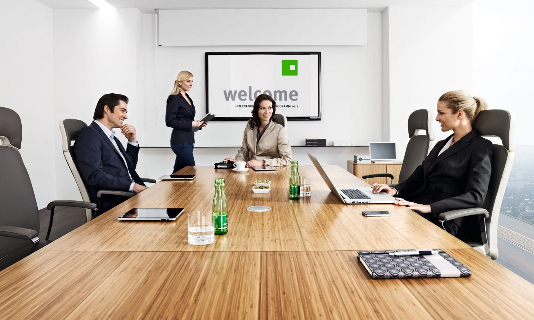 Stół konferencyjny eRange z oferty Grupy Nowy Styl. Fot. Grupa Nowy Styl