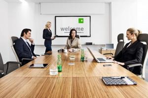 Meble biurowe - jak umeblować salę konferencyjną?