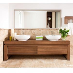 Małe fronty przesuwne doskonale sprawdzają się w meblach łazienkowych. Fot. Sevroll