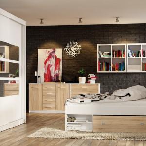 Łóżko Nepo z szufladą i półkami. Fot. BRW