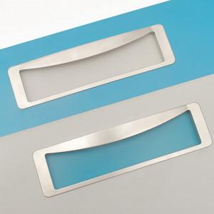 Designerskie uchwyty wpuszczane z kolorową wkładką to oryginalny sposób na urozmaicenie zabudowy kuchennej i wprowadzenie subtelnych akcentów kolorystycznych. Fot. Kam