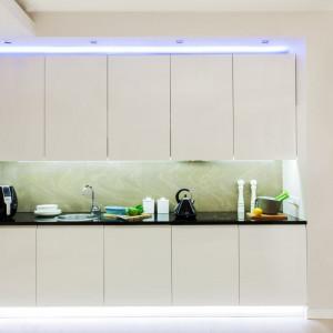 Taśmy ledowe doskonale sprawdzają się w roli oświetlenia blatu roboczego w kuchni. Fot. Activejet