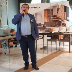 Rafał Gęstwa, przedstawiciel marki Polish Floor, którą można kupić w bialostockim Studio La Casa. Fot. Radosław Zieniewicz