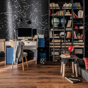 Miejsce na domowe biuro przyda się i w małym mieszkaniu. Fot. Vox
