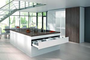 Szerokie fronty kuchenne - jak je optymalnie zaprojektować?