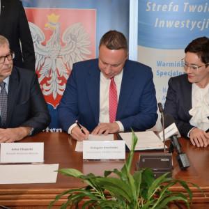 27 września 2018 r. odbyło się w Warmińsko-Mazurskim Urzędzie Wojewódzkim w Olsztynie uroczyste wręczenie przedsiębiorcom trzech decyzji o wsparciu.