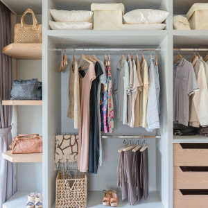 Przy planowaniu garderoby powinniśmy kierować się głównie ergonomią. Fot. Activejet