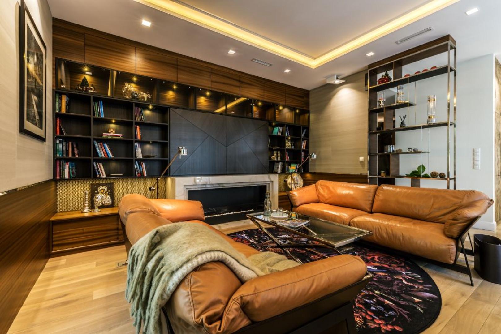 W trakcie prac projektowych przestrzeń 130-metrowego apartamentu została podzielona na dwie strefy, tak żeby mogła z niego wygodnie korzystać czteroosobowa rodzina. Fot. Viva Design