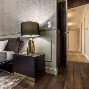 W sypialni właścicieli pierwsze skrzypce gra wielkie łóżko. Fot. Viva Design