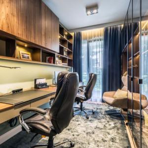Na domowy gabinet wygospodarowano oddzielne pomieszczenie. Fot. Viva Design