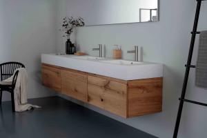 Meble łazienkowe. Postaw na ponadczasowe drewno!