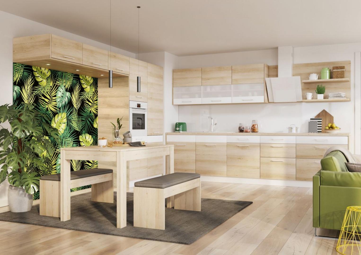 Stół i krzesła doskonale spełnią rolę łącznika stref przygotowywania posiłków i wypoczynku. Fot. Kam