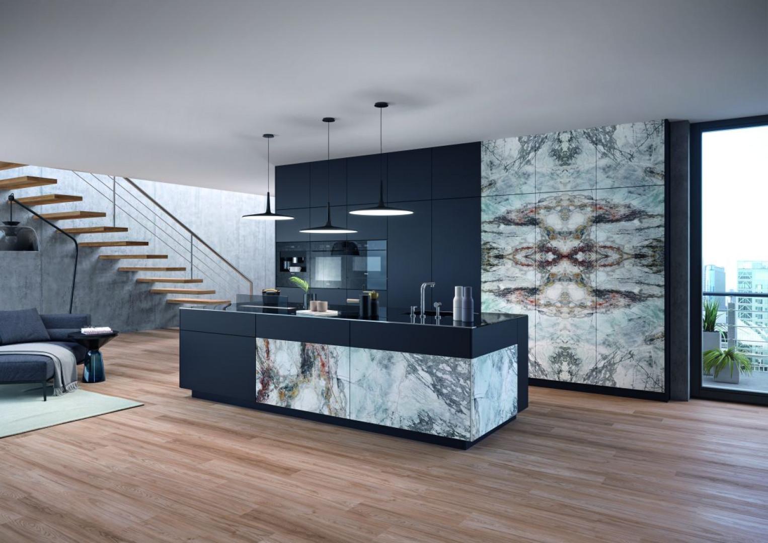 Kuchnia w stylu loft wykończona dekorem Barcelona (Schattdecor). Fot. Schattdecor