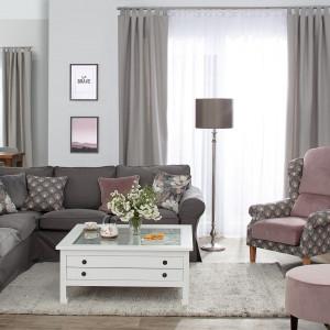 Połączenie stonowanych kolorów z miękkimi tkaninami i motywami natury to przepis na modne wnętrze. Fot. Dekoria.pl