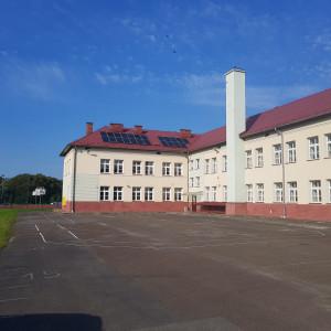 """Szkoła w Bukowsku, która znalazła się z gronie zwycięzców konkursu """"Najlepsza szkoła pod słońcem"""". Fot. IKEA"""