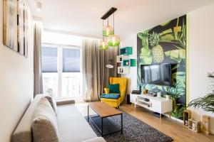 Kolorowe meble we wnętrzu z duszą – mieszkanie na wynajem