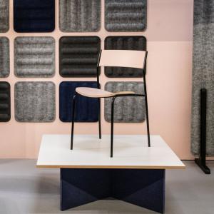 Krzesło i stół z serii