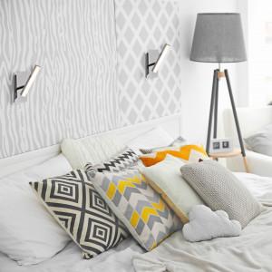Oświetlenie łóżka reflektorami