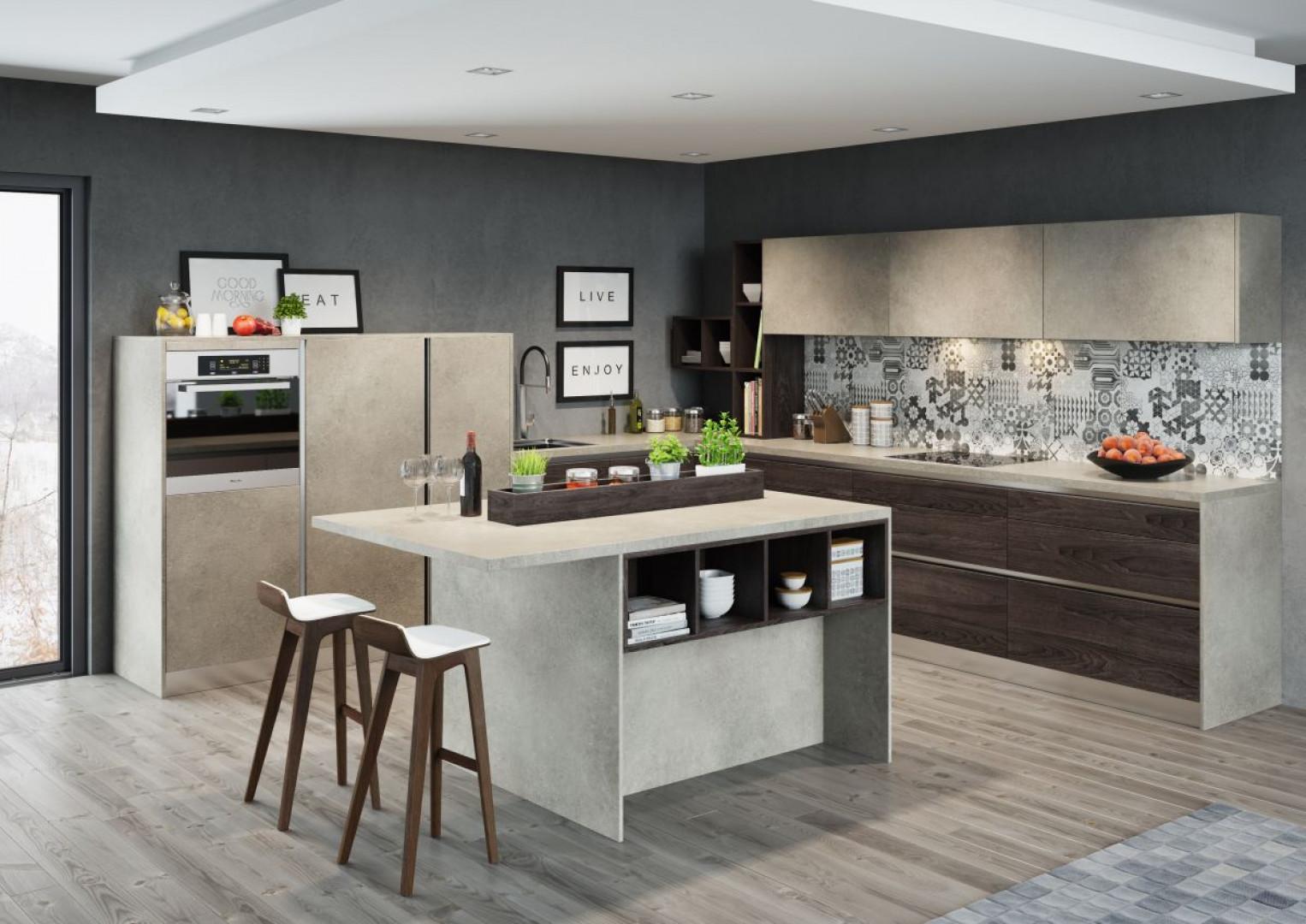 """Marmur jest bardzo popularny w aranżacjach kuchennych. W subtelnej szarej tonacji """"uspokoi"""" wnętrze, a dzięki połączeniu z wyrazistym dekorem drewna dodatkowo je ociepli. Fot. Kam"""