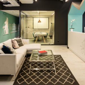 Recepcja w biurze firmy Westwing Home&Living. Projekt JMW Architekci. Fot. mat. prasowe