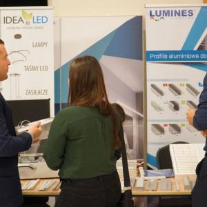 Stoisko firmy Lumines Lighting.
