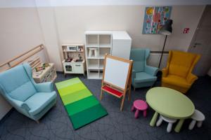 Pracownicy IKEA urządzili kąciki dziecięce w ramach wolontariatu