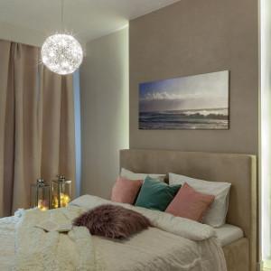 W sypialni taśmami LED można na przykład podświetlić łóżko. Fot. Activejet