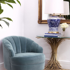 Formy mebli mają być eleganckie, ale równocześnie proste, zdobione w sposób wyrafinowany, ale też przemyslany i oszczędny. Fot. Clue Studio