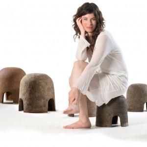 Stołki projektu Adital Ela, stworzone dla marki Criaterra. Fot. Criaterra