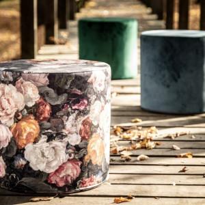Pufy Barrel obite tkaninami z kolekcji Gardenia i Velvet. Fot. Dekoria.pl