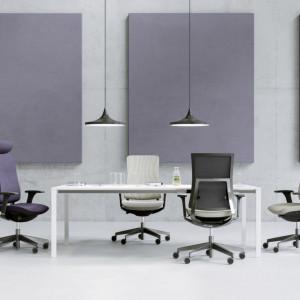 """Wygodne krzesło to ważny element udanego spotkania. Na zdjęciu – kolekcja """"Violle"""". Fot. Profim"""