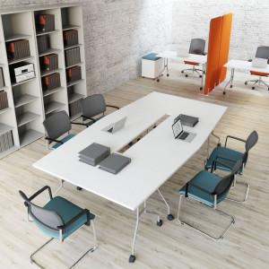 W nowoczesnym miejscu pracy popularne są meble mobilne, wyposażone w kółka. Fot. MDD